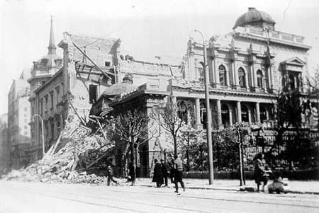 8_1_stari_dvor_bombardovanje_beograda_1941