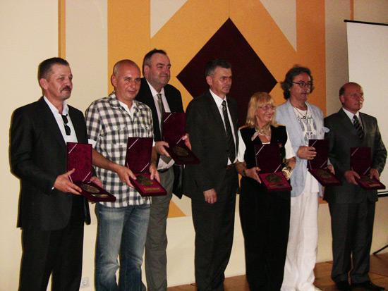 Laureati sa predsednikom opštine, Milanom Stamatovićem