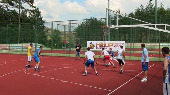 hillsUp-basket14-10