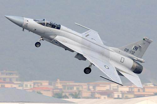 Pakistanski JF 17 Thunder