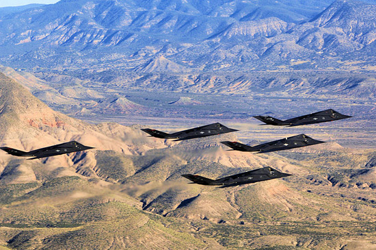 800px-49th_Operations_Group_-_F-117_Nighthawks_over_New_Mexico