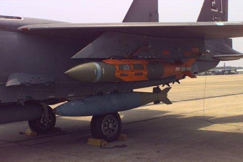 BLU-109_aboard_F-15E